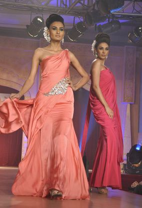 B-wood-style-at-Neeta-Lulla-s-show--16.jpg