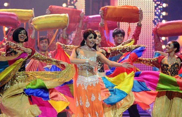Priyanka-Chopra-IIFA-2011---Manish-Malhotra-orange-Choli.jpg