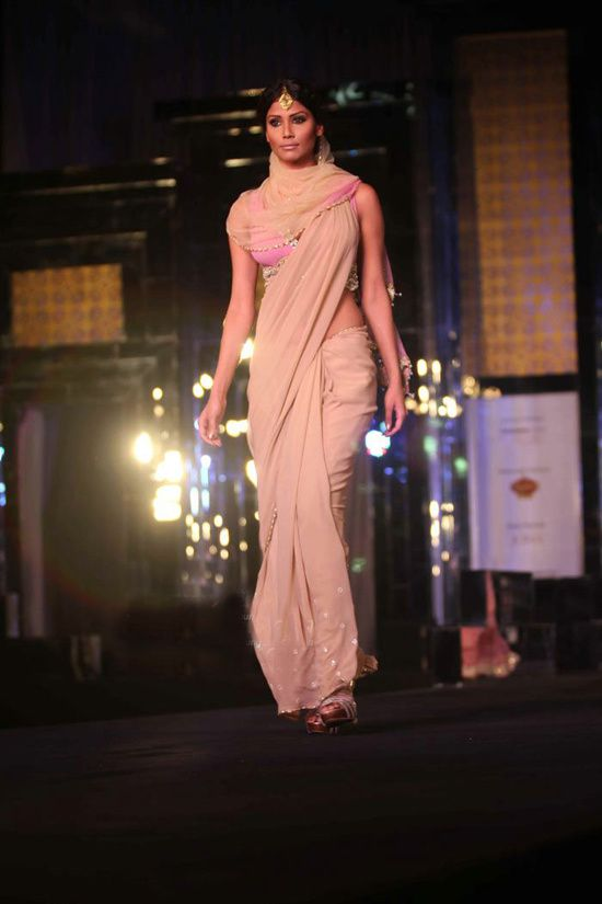 Rocky S Aamby Valley India Bridal Week 2011- Fash-copie-6
