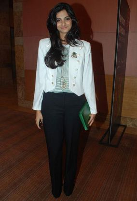Lakme-Fashion-Week--Reha-Kapoor-J1.jpg