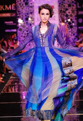Manish-Malhotra-LFW-2010-fashio-blog-india-1.jpg