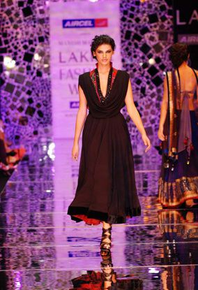 Manish-Malhotra-LFW-2010-fashio-blog-india-10.jpg
