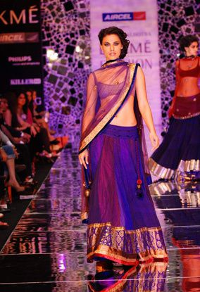 Manish-Malhotra-LFW-2010-fashio-blog-india-11.jpg