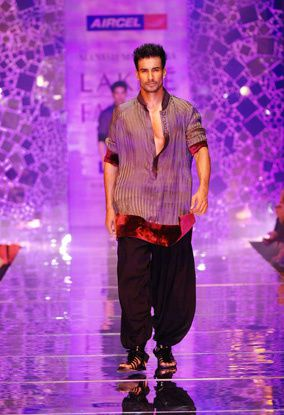Manish-Malhotra-LFW-2010-fashio-blog-india-6.jpg