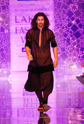 Manish-Malhotra-LFW-2010-fashio-blog-india-7.jpg