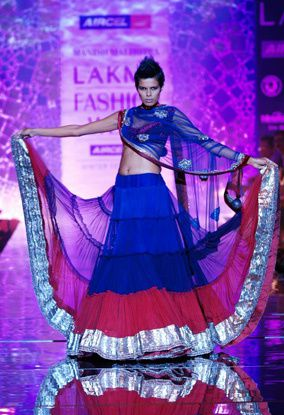 Manish-Malhotra-LFW-2010-fashio-blog-india-8.jpg