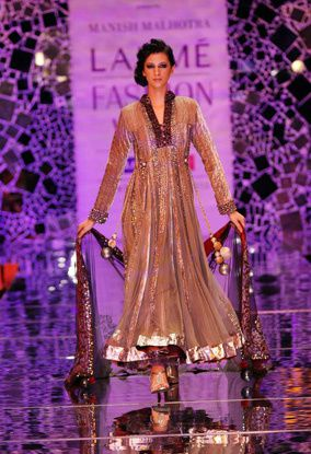 Manish-Malhotra-LFW-2010-fashio-blog-india-9.jpg