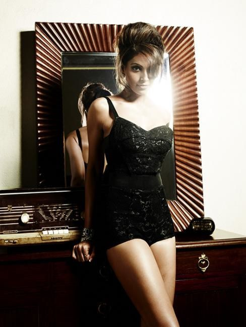 Bipasha-pour-Vogue-india-fashion-india-bollywood-blog.jpg