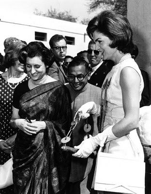 Jacqueline-Kennedy-and-Indira-Gandhi-1962.jpg