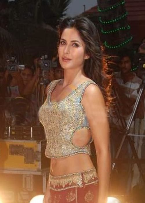 Katrina-Kaif-Performance-on-Provogue-Tees-Maar-Khan-Beach-P.jpg