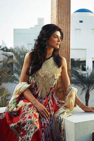 Sushmita-Sen---For-Crescent-Lawns-9.jpg