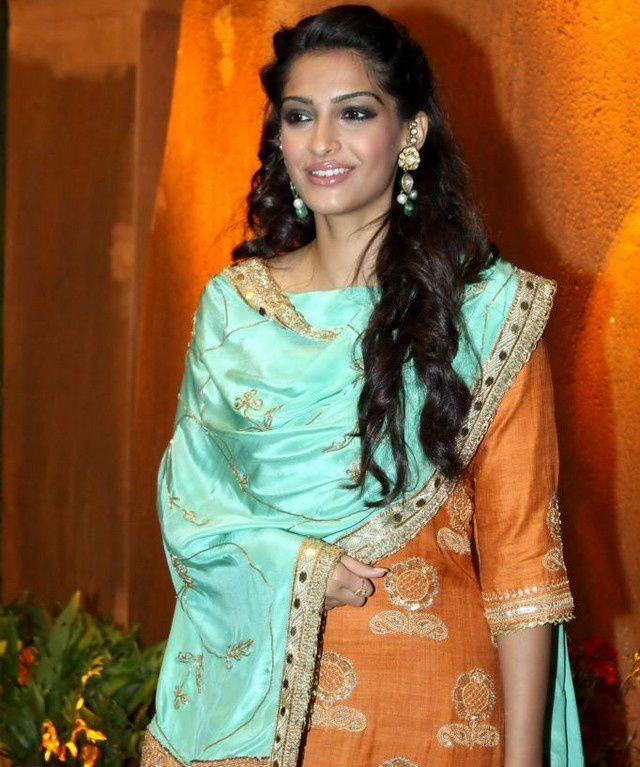 sonam-kapoor-Venugopal--Videocon--Dhoot-s-Daughter-Weddin.jpg