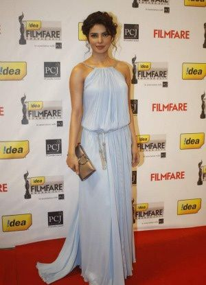 PriyankaChopra_Filmfare-Awards-2012---Blog-Fashion-India.jpg