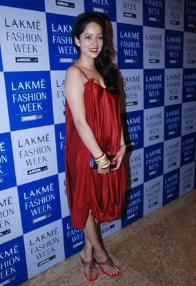 Lakme-Fashion-Week--Vidya-Malvade-J2--red-dress-.jpg