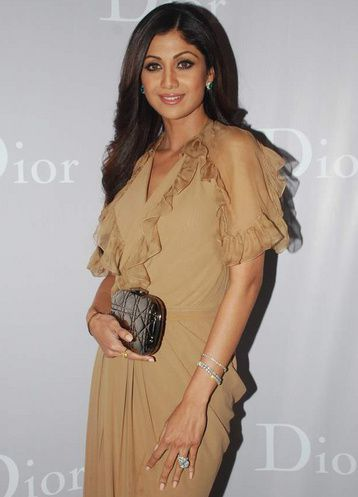 Sac-Bollywood-Shilpa-Shetty-Dior-clutch.JPG