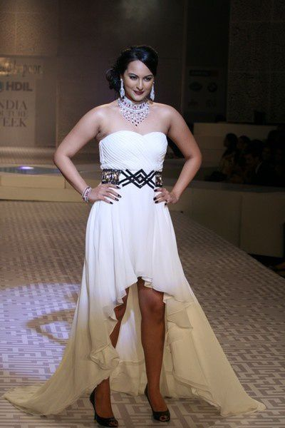 Sonakshi_Sinha_7Oct2010-queeni-1.JPG