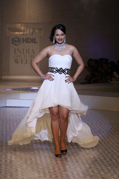 Sonakshi_Sinha_7Oct2010C-queenie-3.JPG