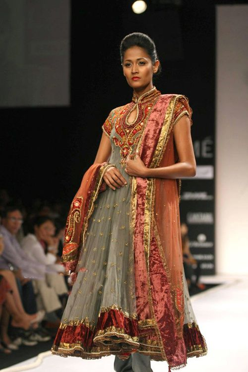 Lakme-Fashion-Week---Defile-Preeti-S-Kapoor-1.jpg