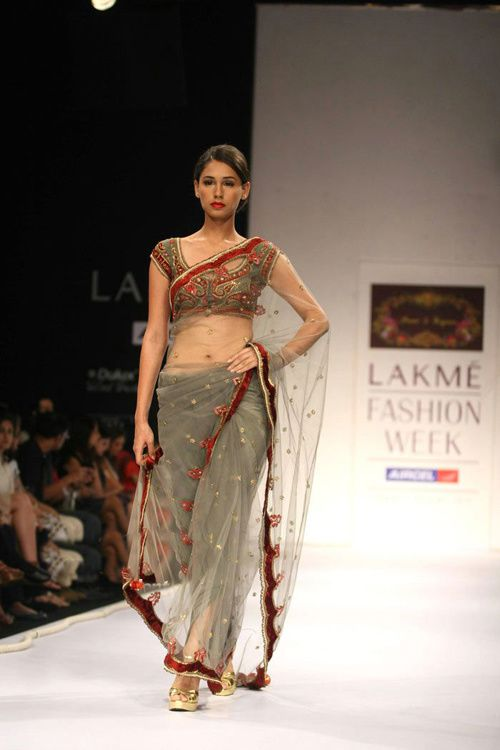 Lakme-Fashion-Week---Defile-Preeti-S-Kapoor-2.jpg