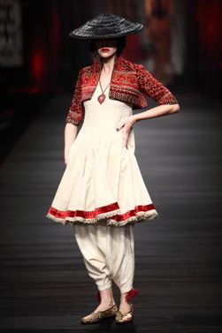Wills-Lifestyle-India-Fashion-Week-Tarun-Tahiliani-10.JPG