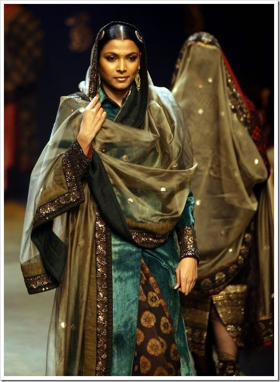 sabyasachi-collection-at-lakme-fashion-week-2.jpg