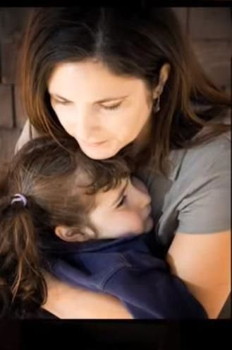 NVIC-maman-qui-protege-sa-fille.JPG