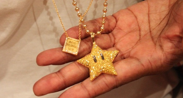 pharrell-williams-pendentifs-super-mario-bling-bling.png