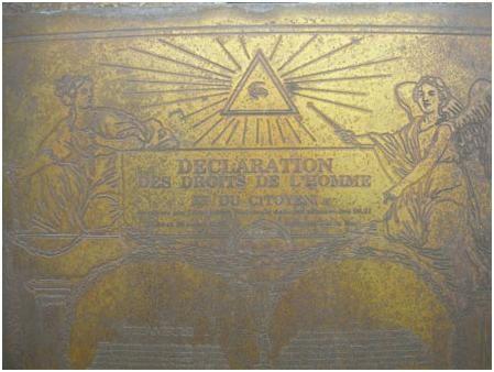 4-loeil-maconnique-surles-tablette-pyramide-blagnac.JPG