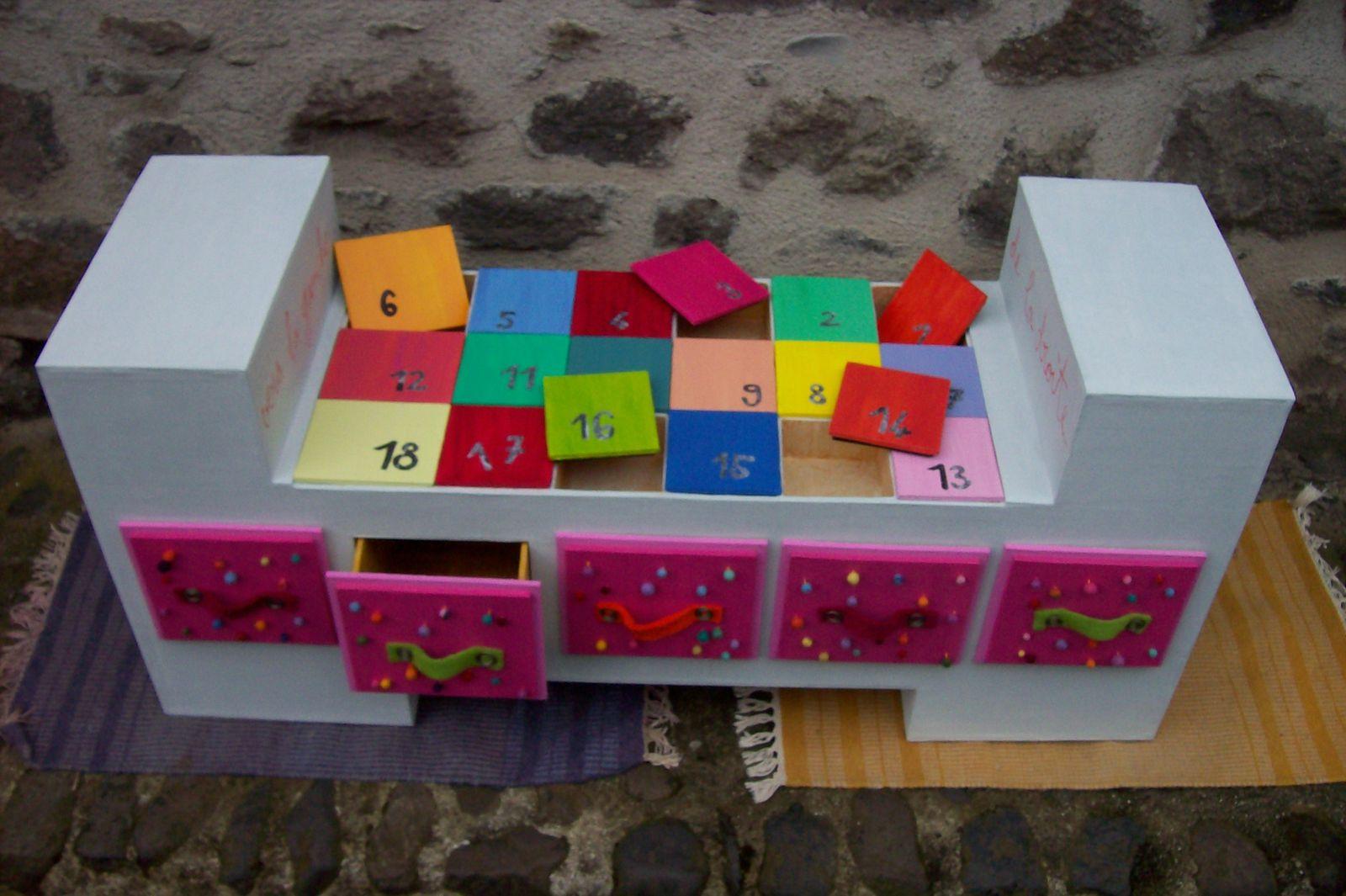 Banc meuble en carton le blog de frobert for Petits rangements