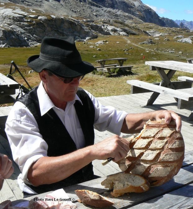 018 pralognan le bon pain.JPG
