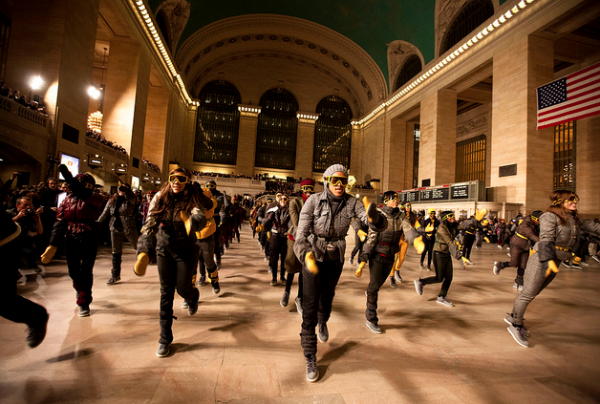 montcler-flashmob-grand-central-5-600x4041.png