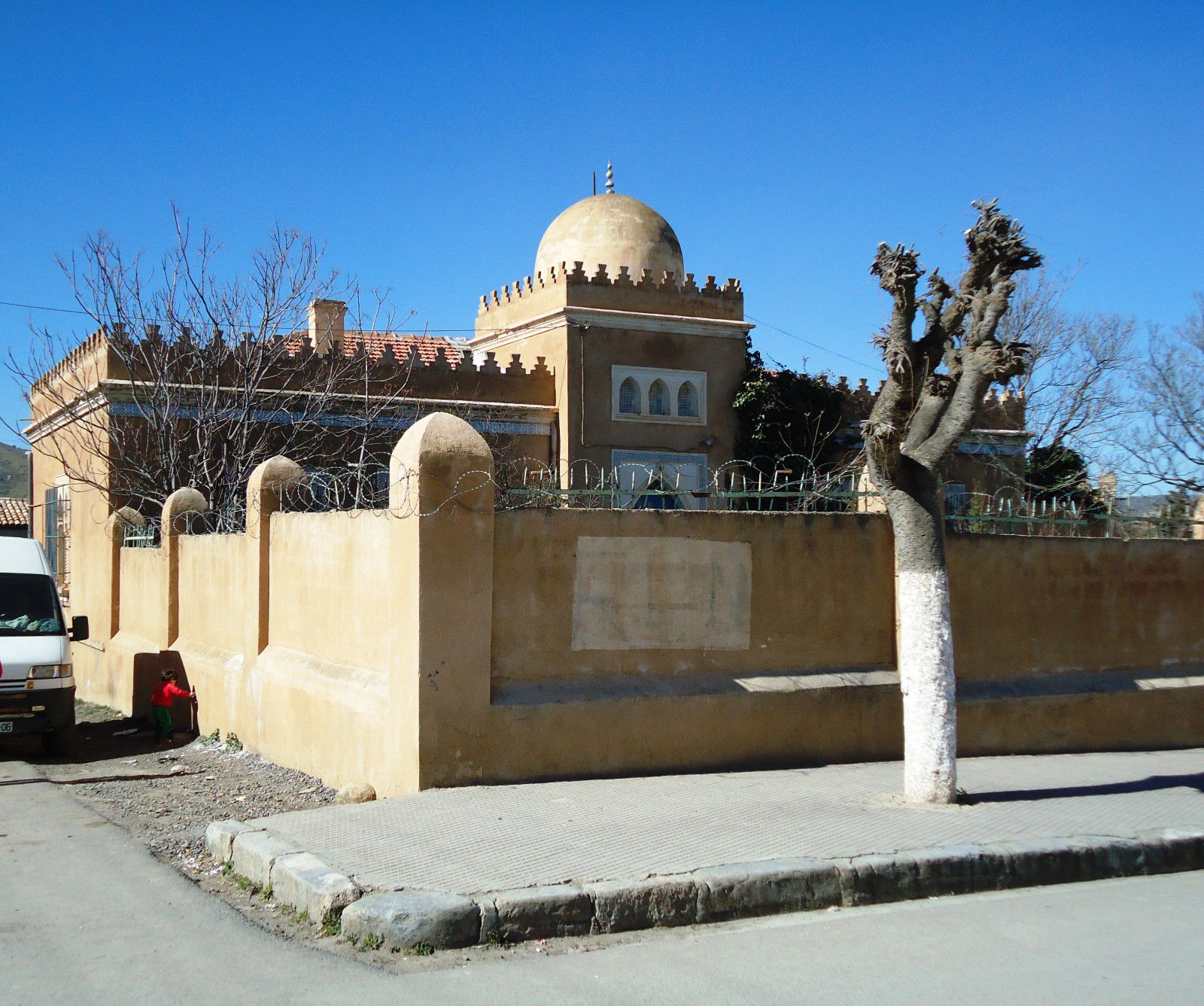 Quelques images de Sour El Ghozlane,Auzia sous l'occupation romaine et Aumale sous l'occupation française.Elle est située à 37km au sud-est de la ville de Bouira, chef-lieu de Wilaya.