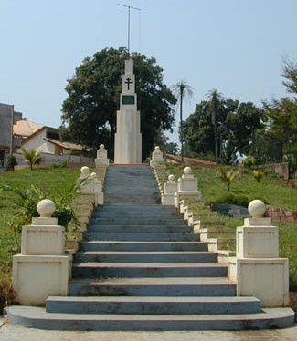 Monument-commemoratif-Grand.jpg