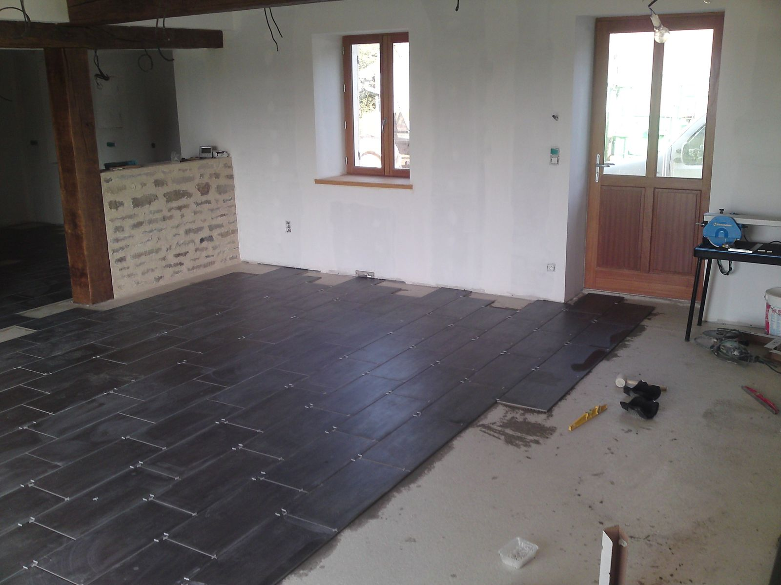carrelage salon suite  - renovation d'une fermette en bourgogne