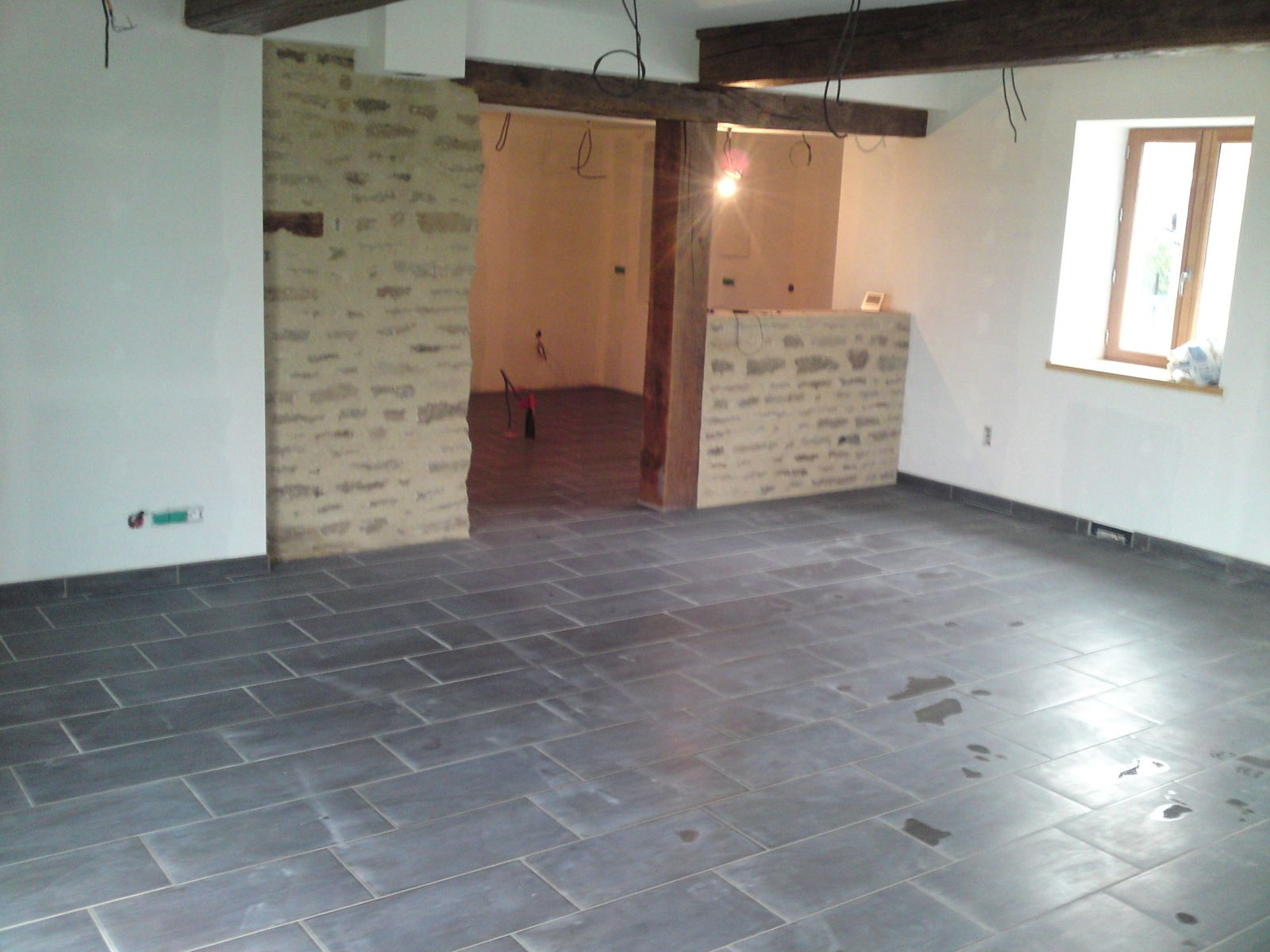 Joints de carrelage renovation d 39 une fermette en bourgogne for Carrelage salon salle a manger