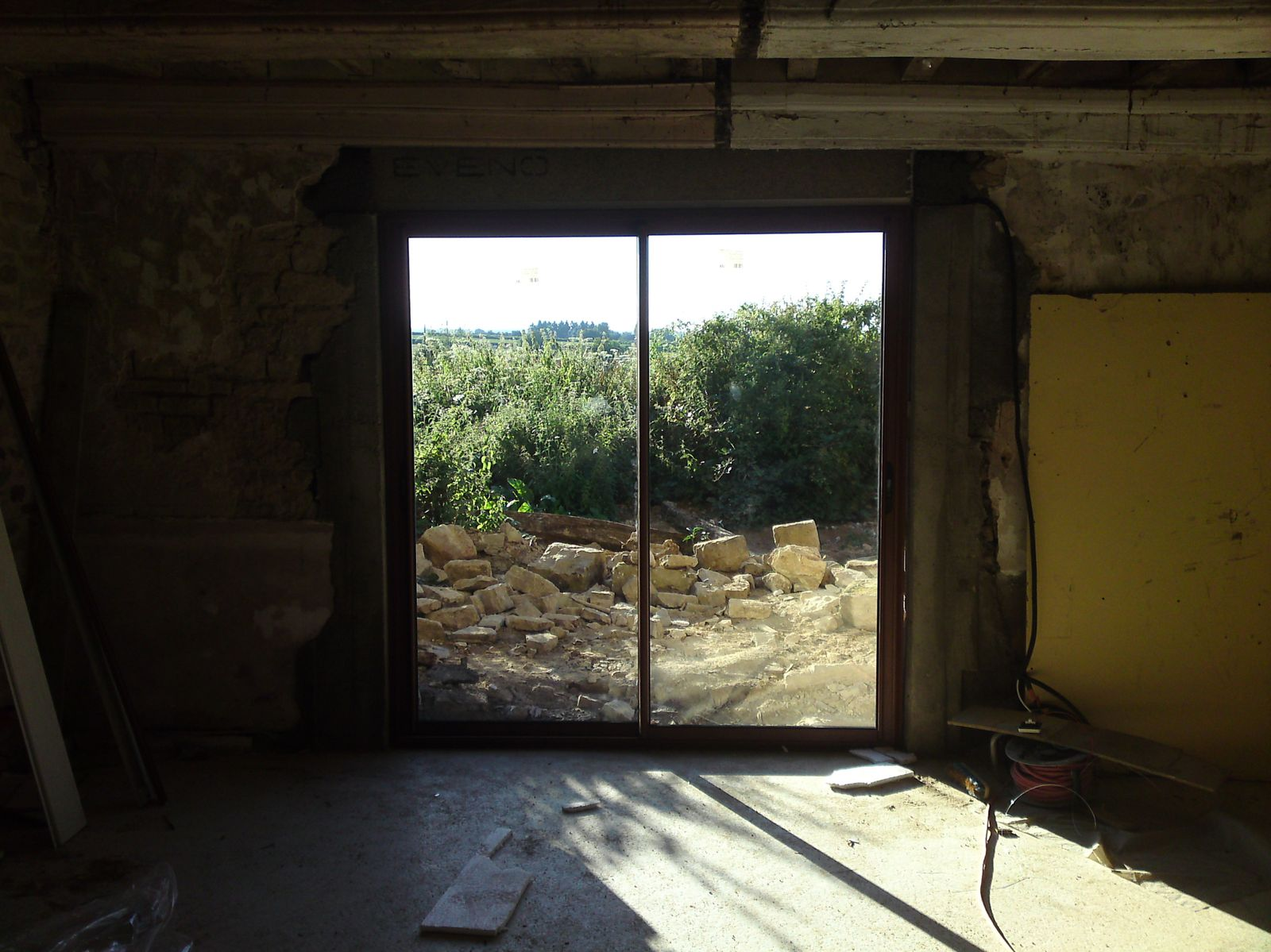 Renovation d 39 une fermette en bourgogne r novation d 39 une for Poser une porte en renovation