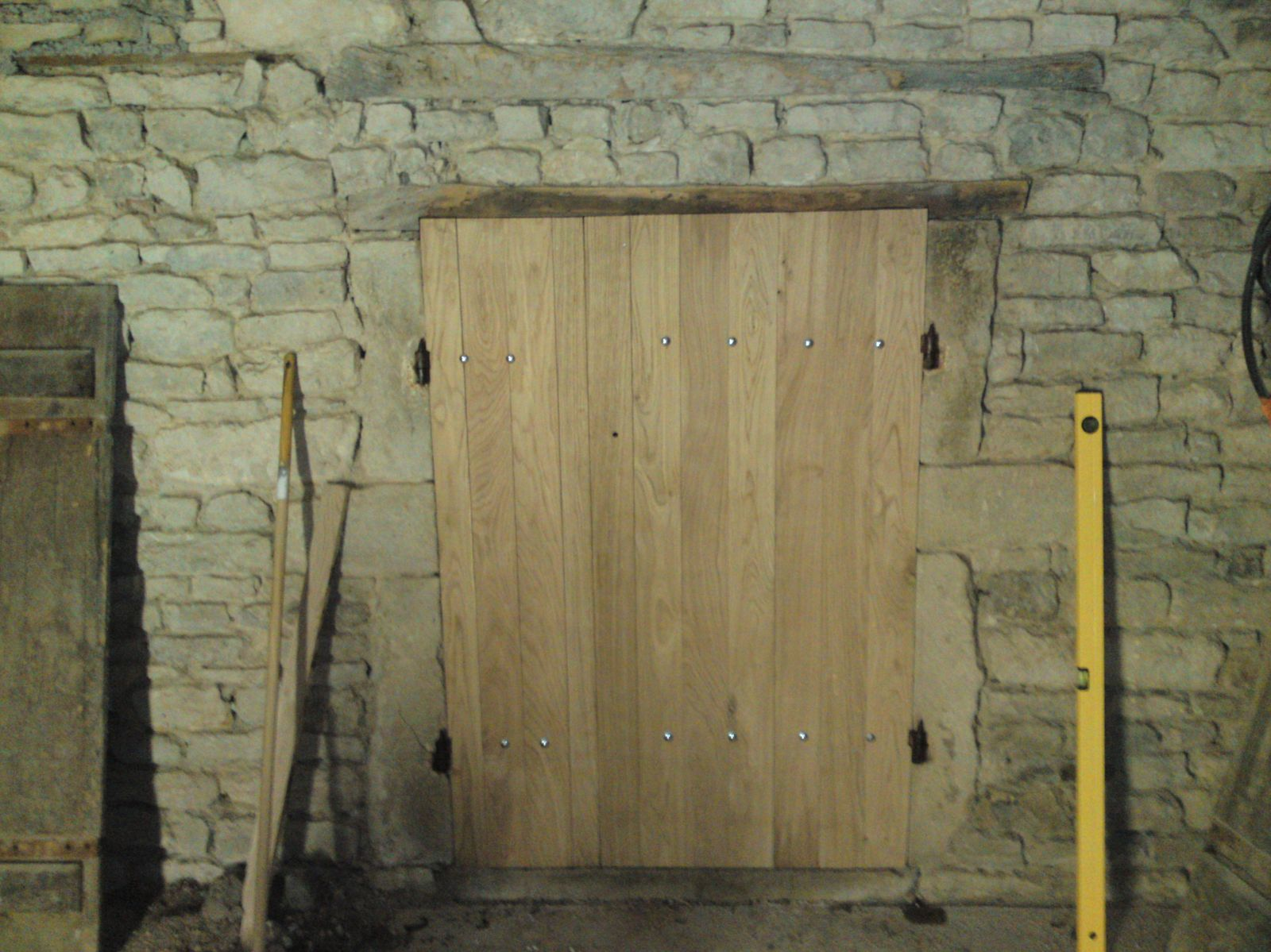 Porte cave renovation d 39 une fermette en bourgogne for Vieille porte de ferme