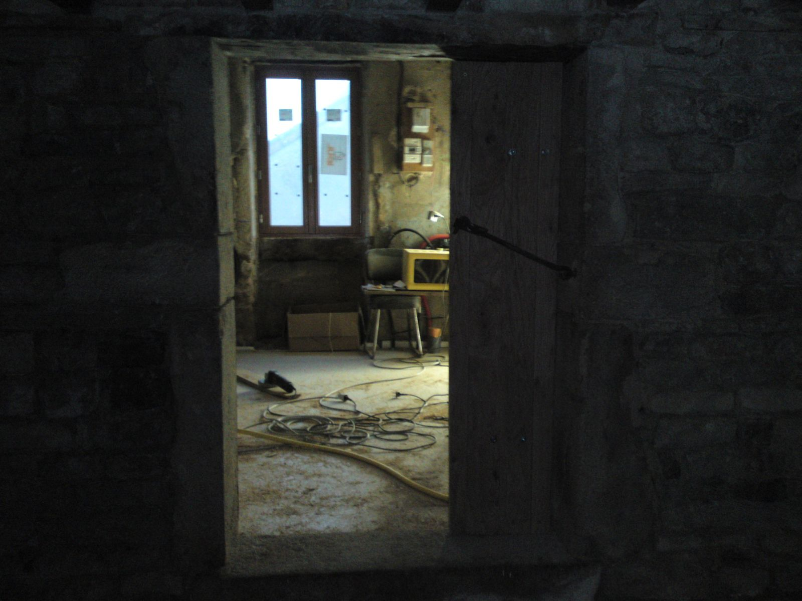 Porte cave renovation d 39 une fermette en bourgogne for Lasurer une porte