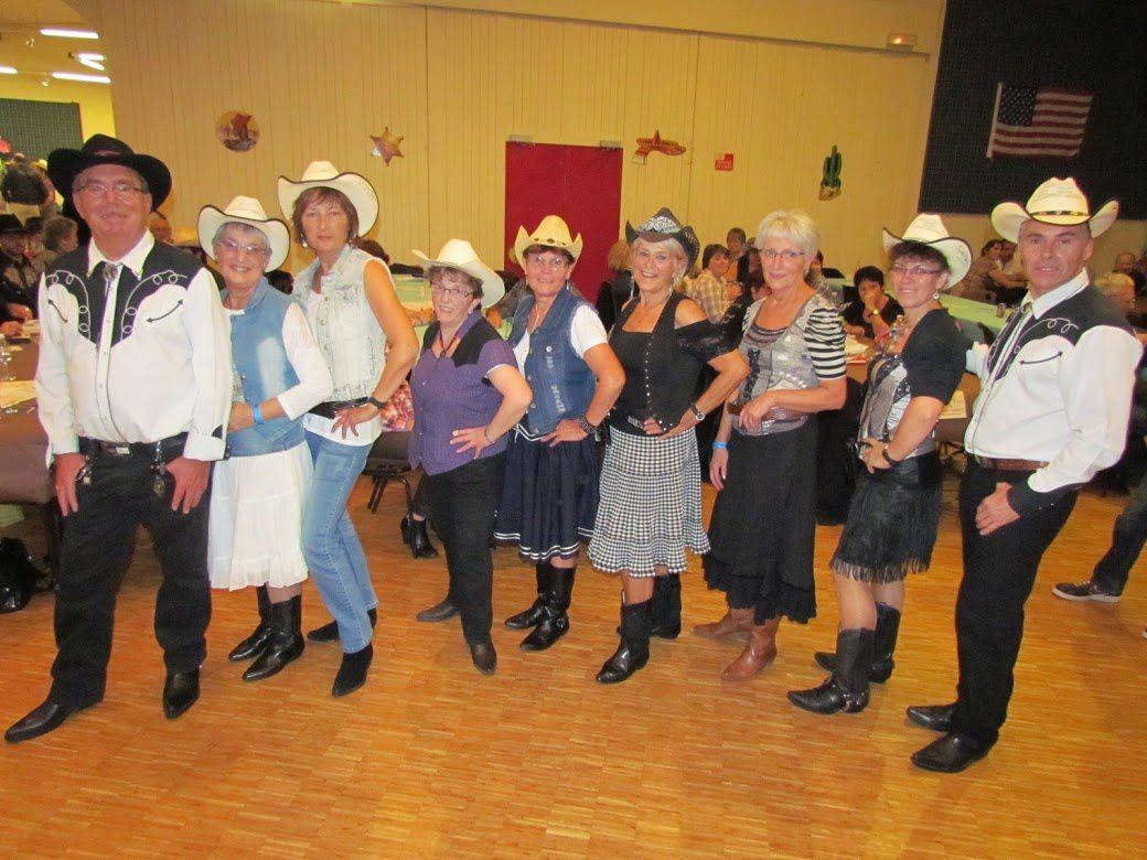 """Très belle soirée de country à Aubigny organisé par le Far West Albinien la première partie était animée par le groupe """"THE WEST FARMERS"""" et la deuxième partie avec des CD, belle soirée"""