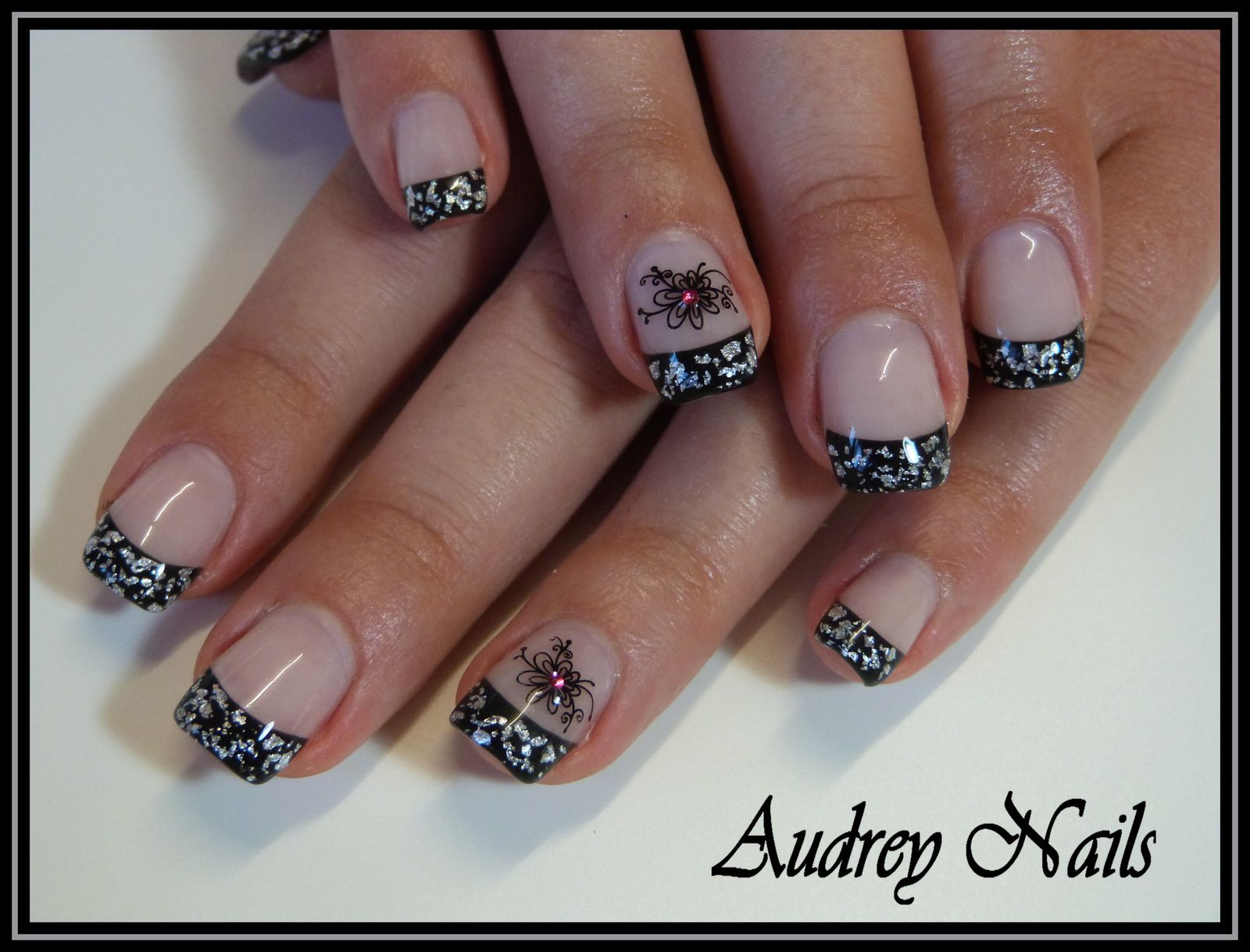 French noire + feuille d'argent + stamping + strass fushia
