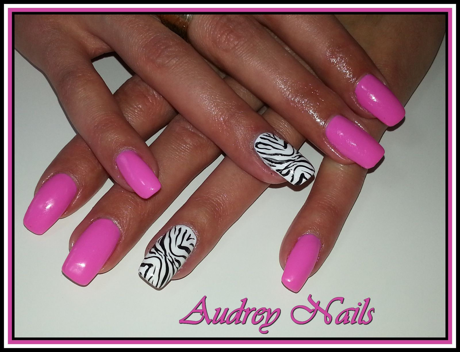 deco ongle rose fluo