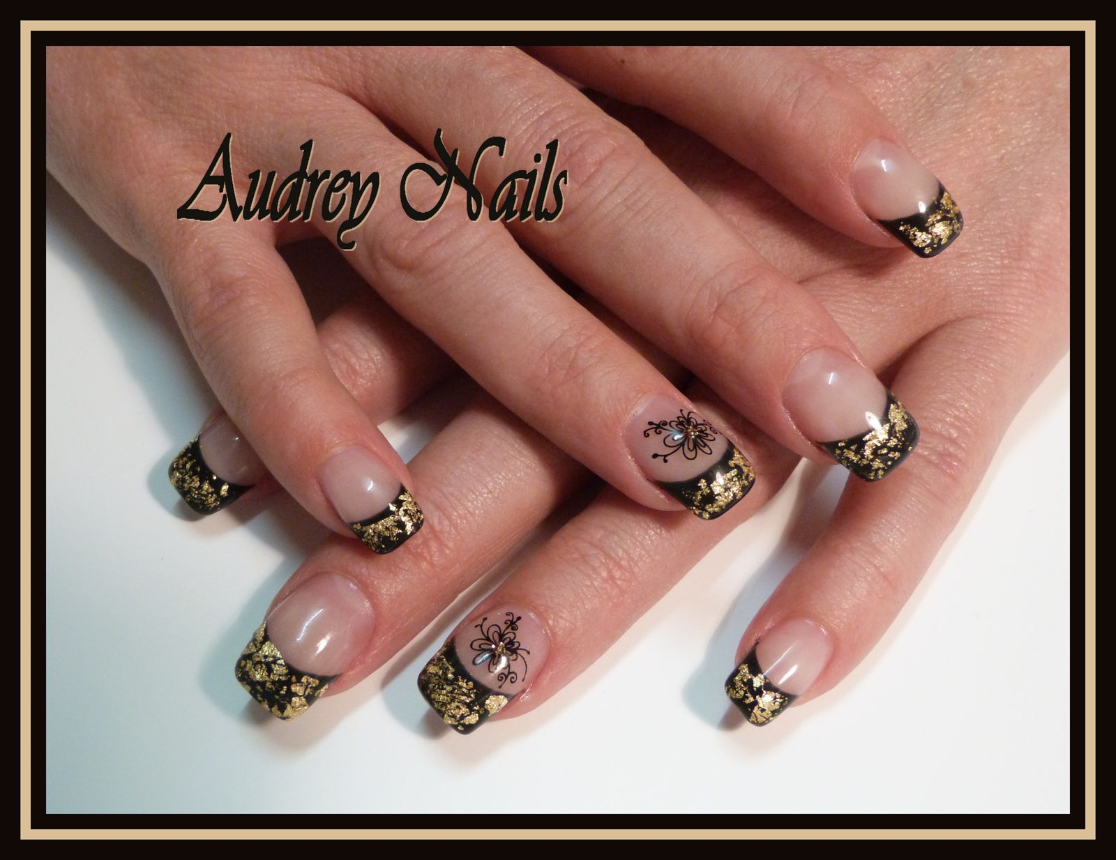 French noire + feuilles d'or + stamping