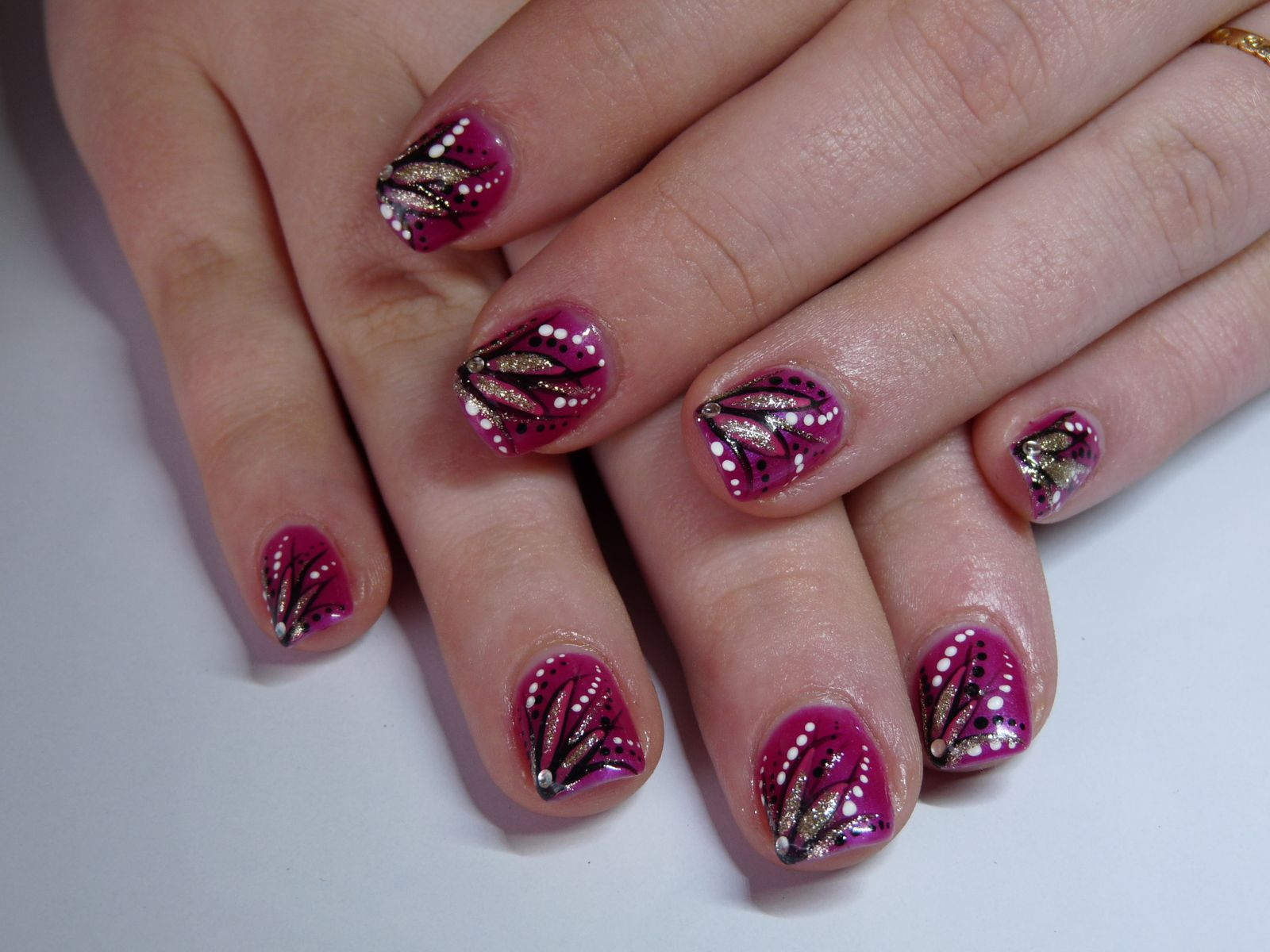 Nail art sur ongles de Laura