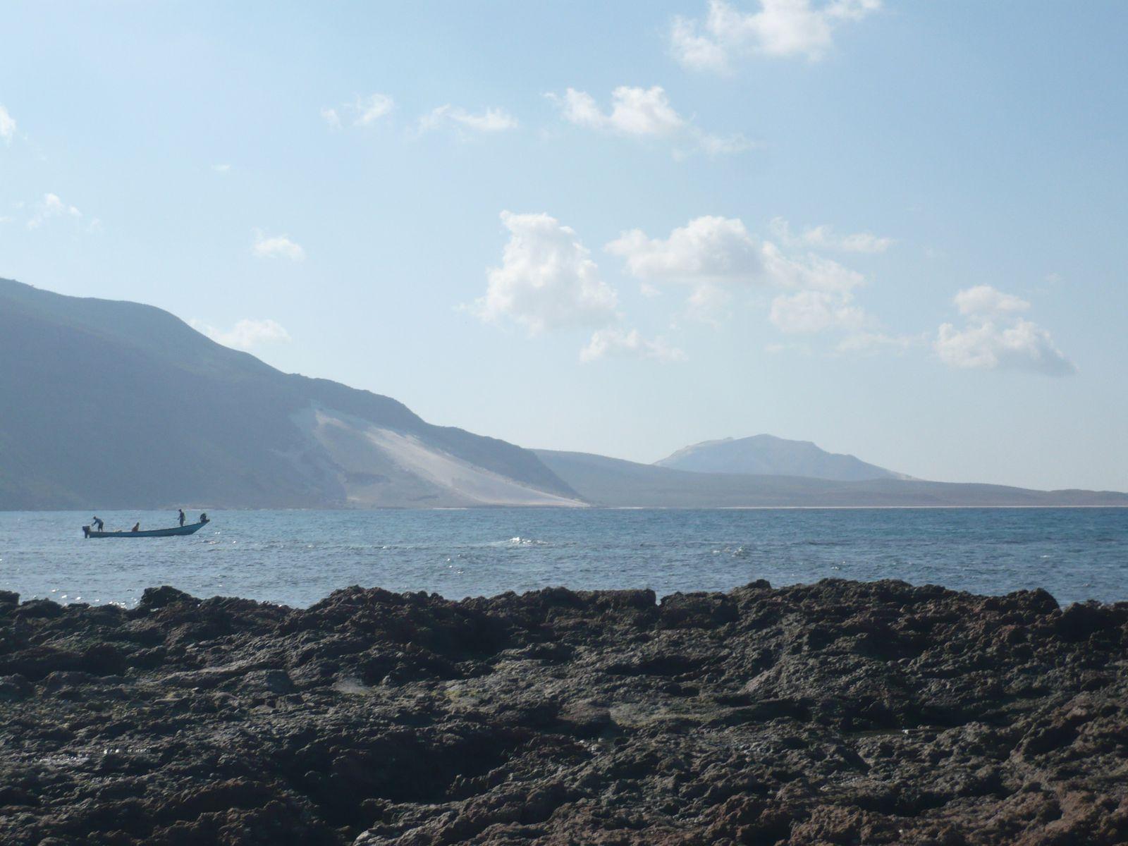 Di-Hamri : les deux collines, le centre de plongée, l'éco-camping, l'aire marine protégée, etc.