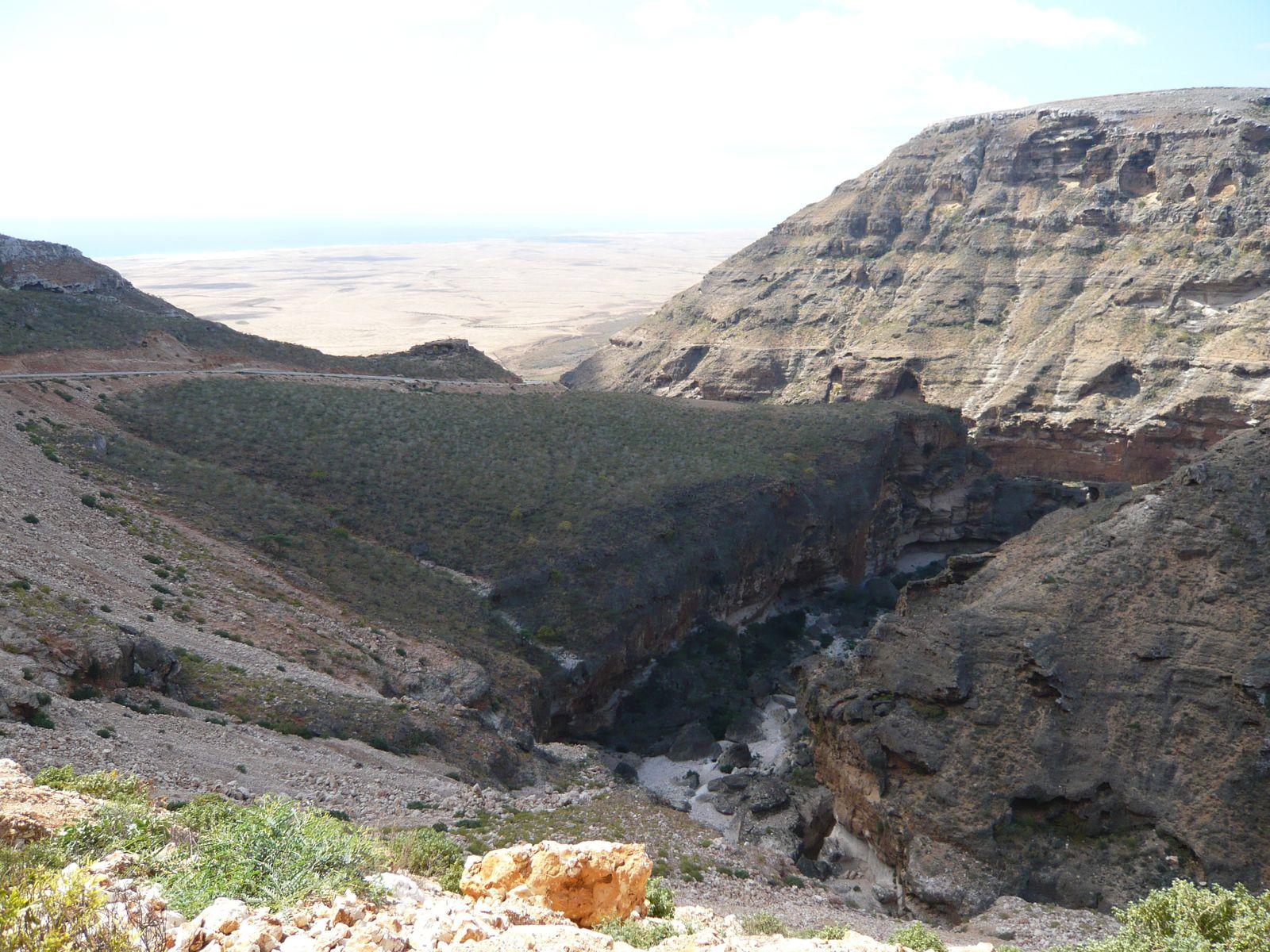 100 km de long sur 4 kms au plus large pour cette plaine désertique pleine de secrets insoupçonnés.