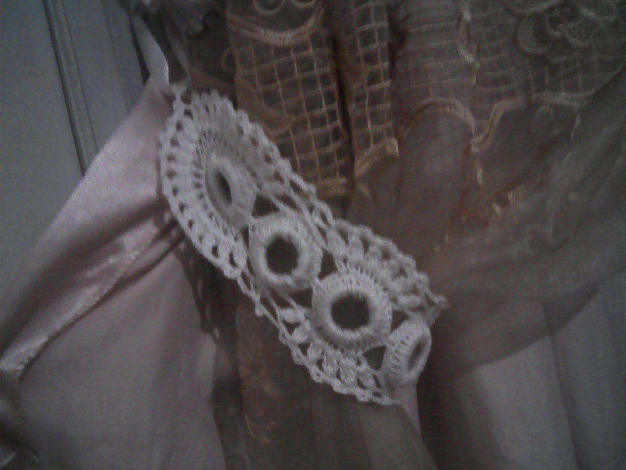 une embrasse pour mes rideaux fatima tricote. Black Bedroom Furniture Sets. Home Design Ideas