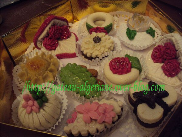 Gateaux algerienne moderne le blog de oum sousou - Decoration gateau traditionnel algerien ...