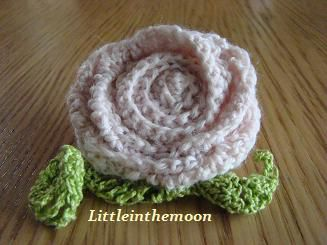 broche rose ancienne au crochet