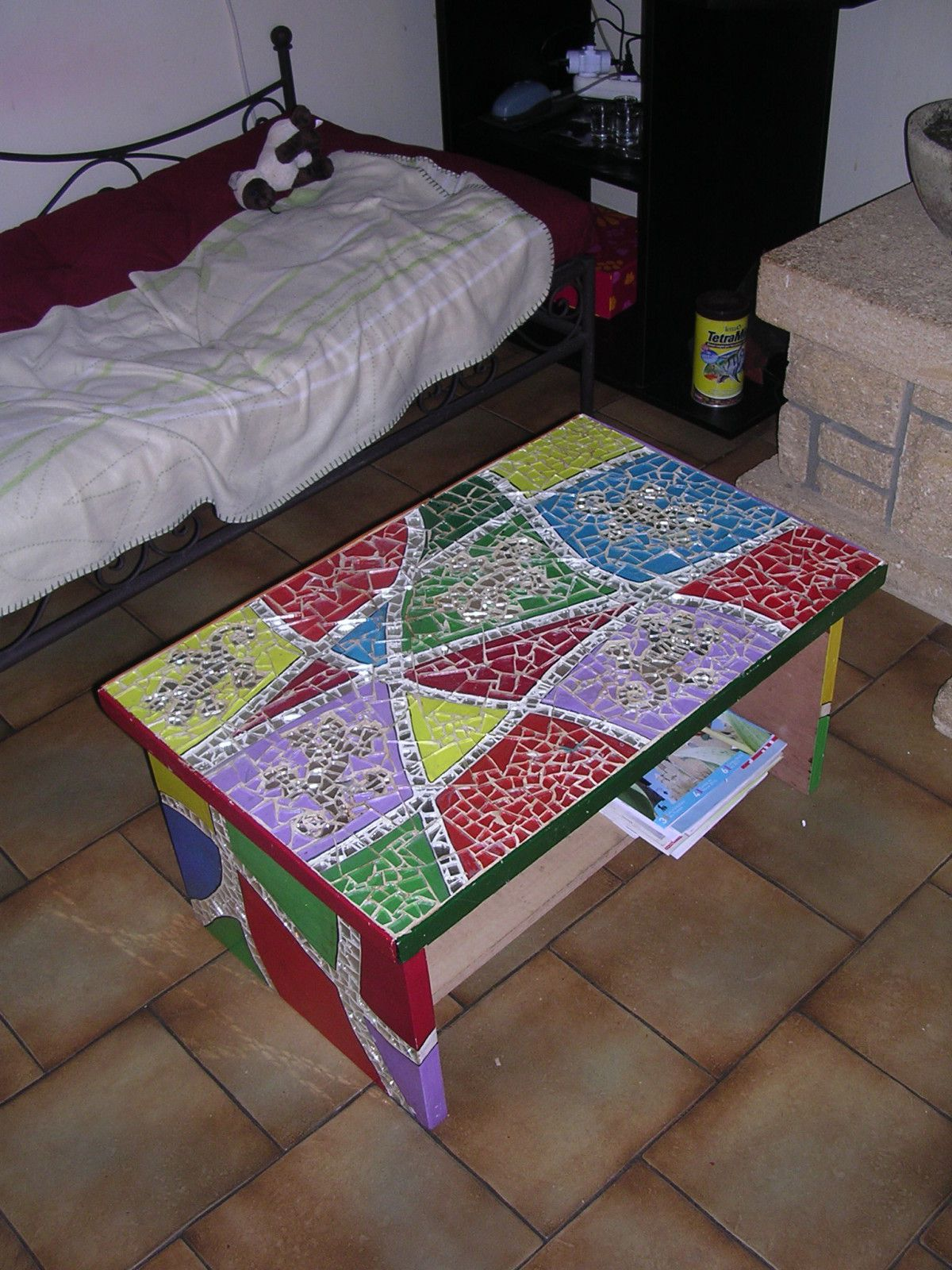 Faire une table basse en mosaique - Comment faire une table en bois ...