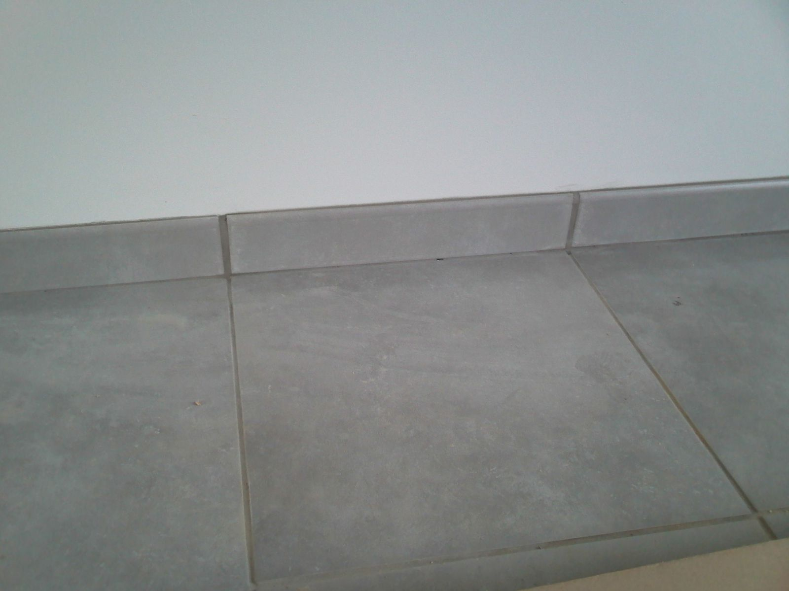 Formidable joint entre plinthe et carrelage 15 plinthe - Blanchir les joints de carrelage ...